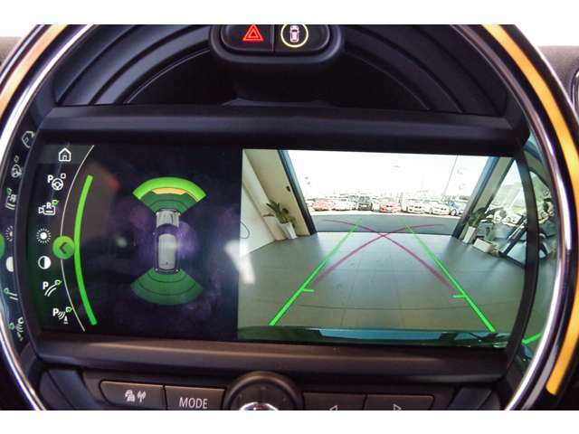 ★MINIには6個のエアバッグを標準装備。運転席/助手席エアバッグ、サイド・エアバッグ、ヘッド・エアバッグ。