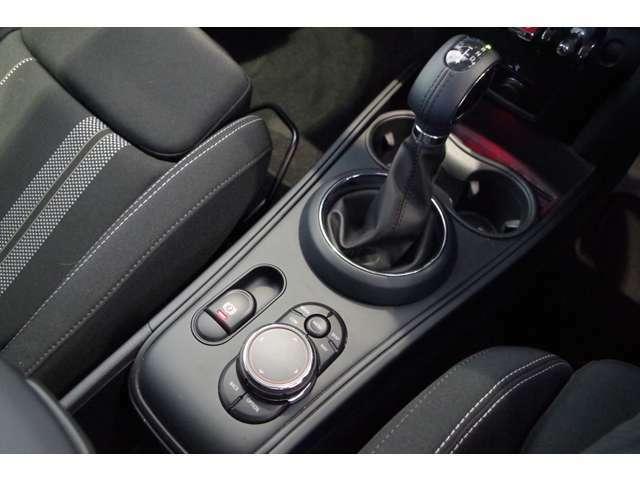 ★車内は剛性の高いピラーとサイドドアビームによって保護されており、万が一の衝突の際にも強固なセーフティを確保します。