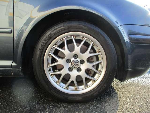 ※タイヤの溝がありません。。