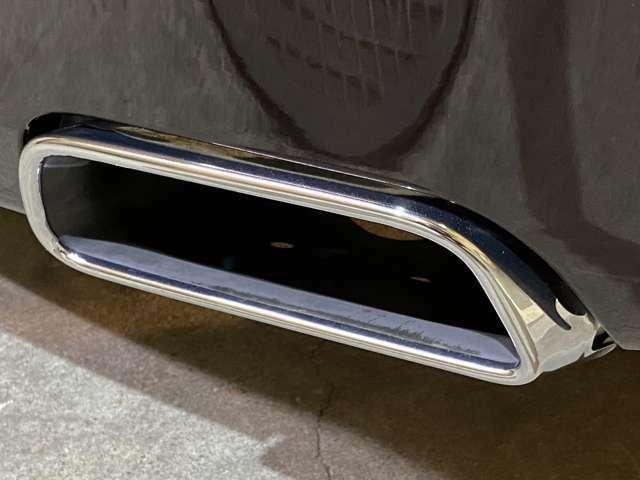 車重は2430kgで前後荷重は1230/1200kgと約50:50の重量配分に仕立てられている!ゴーストと同様のスチール製モノコックを採用◎加速性能は「ポルシェ991型カレラ」と互角であると言われる!