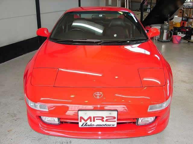 美しく輝くクリヤーレンズ、IV型モデルになりフロントバンパー内にあるターンシグナルレンズがオレンジ色からクリヤー色に変更され、より洗練されました!