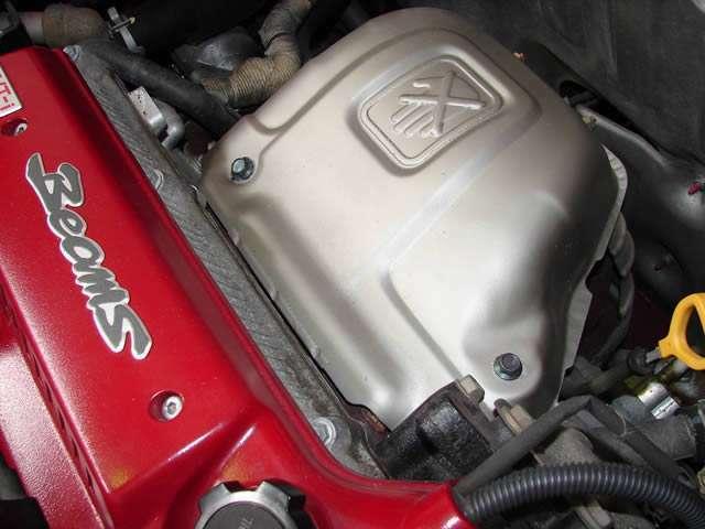 エキゾーストマニホールドからの熱を遮断する遮熱板も美しく輝いており、エンジンにはオイル漏れや滲みも有りません。ご購入後も気持ち良くミッドシップライフを堪能して頂けるエンジンでございます。