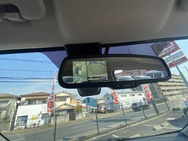 アラウンドビューモニターは上から自車位置が見れるので車庫入れにはもってこい!