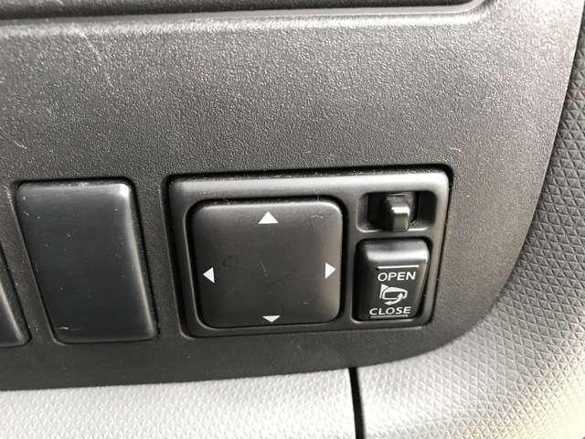 電動格納ドアミラー装備されています。