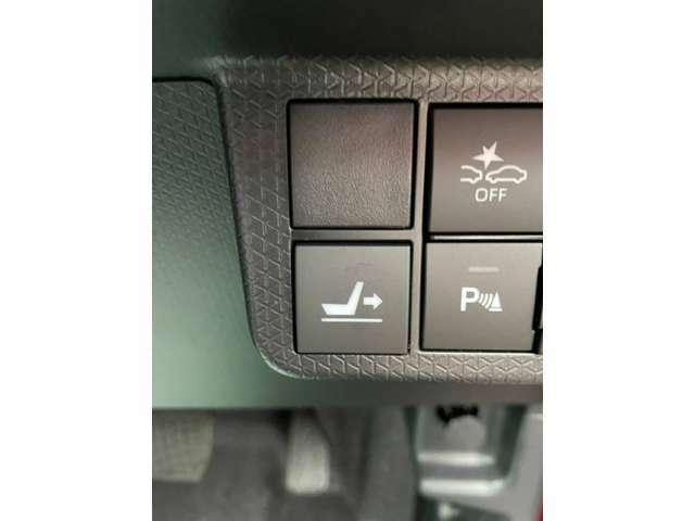 運転席のシートがなんと540mmもスライドし、後席への移動がスムーズに行えたり様々な場面でご利用頂けます♪
