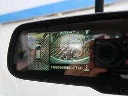 【全周囲モニター】車を上から見下ろしたような視点で周囲を確認可能です。縦列駐車や幅寄せなどの場面で活躍すること間違いなしです。