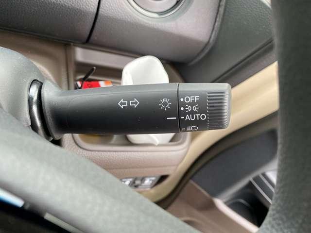 オートライト☆車外の暗さを察知して、自動的にヘッドライトを点灯してくれます♪トンネルを走行する際にも、自動的に点灯してくれて便利な装備の1つです♪